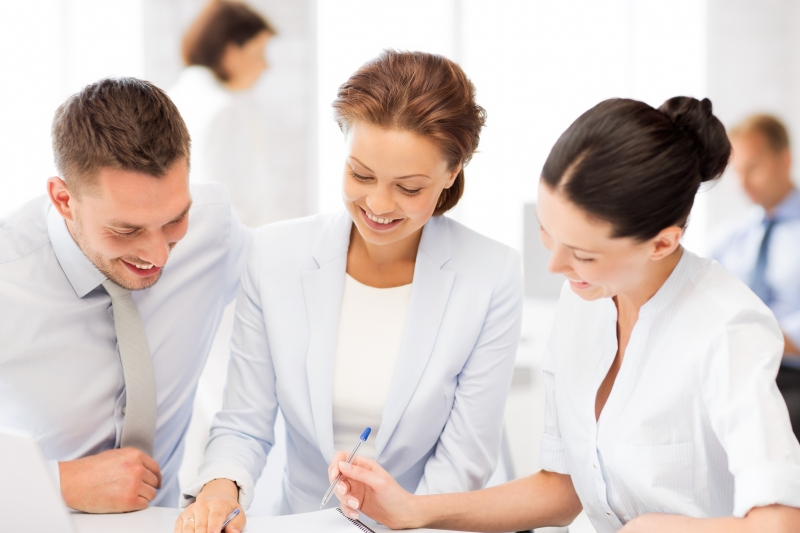 5867004-business-team-having-discussion-in-office